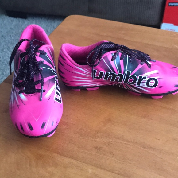umbro girls soccer cleats